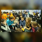 Коллективы подводят итоги года, проводя обсуждение по пяти предложенным вопросам