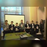 Педагог-организатор Тихонова Д.А. и ребята, выступившие с докладами, с удостоверениями и памятными подарками