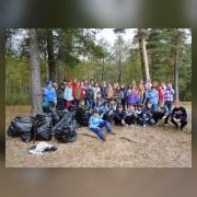 Участники после проведения трудового десанта на берегу Финского залива